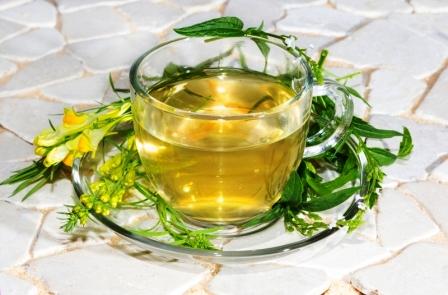 šalka čaju z pyšteka