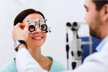 žena u očného lekára