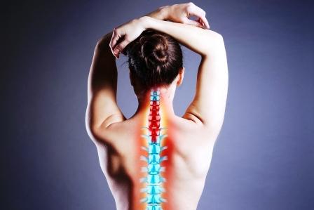 Bolest v chrbtici, zena s bolestami chrbta
