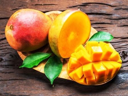 Mango ovocie a mango platky