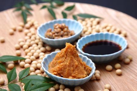 miso tradičné japonské sójové produkty sójová pasta a omáčka