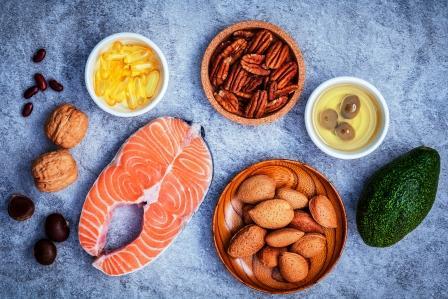 Výber potravinových zdrojov omega 3 a nenasýtených tukov. Super potraviny s vysokým obsahom omega 3 a nenasýtené tuky pre zdravé jedlo