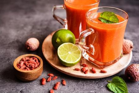 Zdravé smoothie s liči a goji