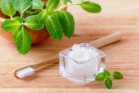 alternativna prirodna zubna pasta - kokos, mata