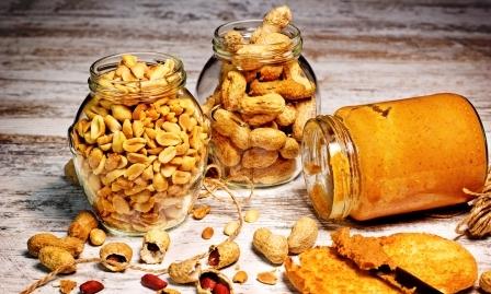 arašidové maslo a arašidy