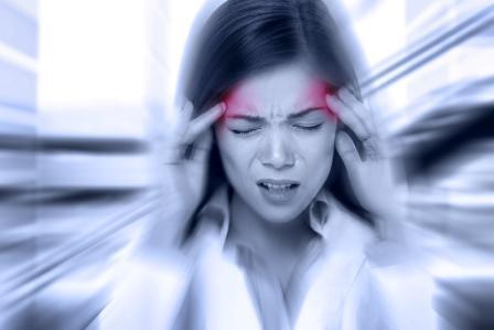bolesť hlavy žena má migrénu