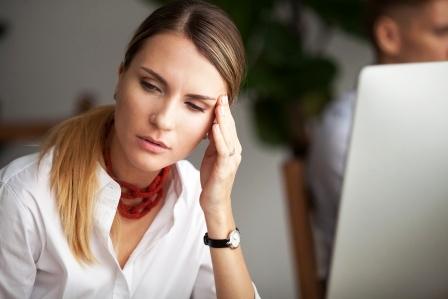 bolest hlavy v praci