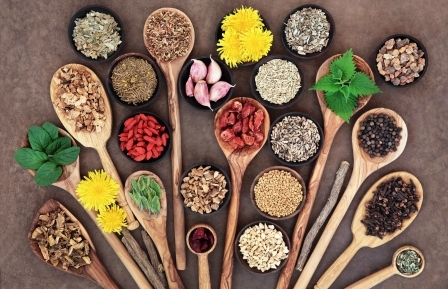 bylinky a korenie podporujúce detoxikáciu pečene