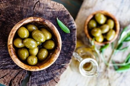 cerstve olivy a olivovy olej