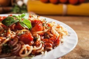 cestoviny s paradajkovou omáčkou