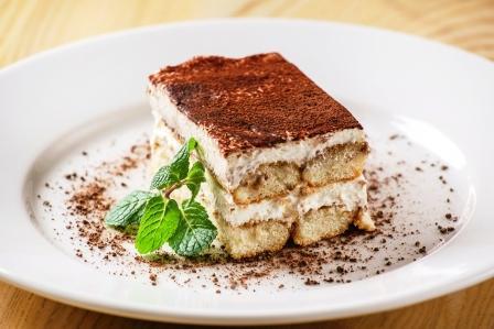 chutné domáce tiramisu na tanieri