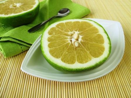 citrusové ovocie sweetie na tanieriku