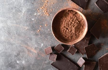 cokoladove kusky a kakaovy prasok