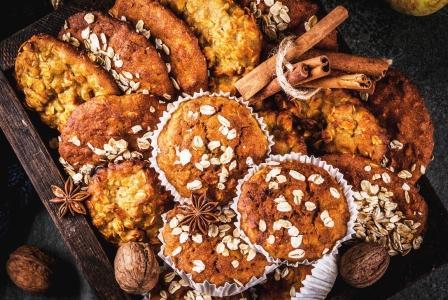 domáce muffiny s ovsených vločiek a s orechmi, jablkami