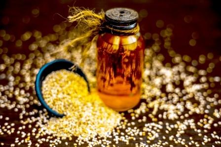 esencialny olej zo sezamoveho semiacka