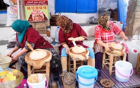 marocké ženy tradične vyrábajú argánový olej