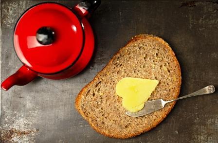 maslo ghee na celozrnnom chlebe použitie