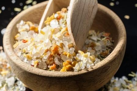 morska sol zmiesana s bylinami