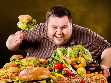 nadváha, muž s hamburgermi