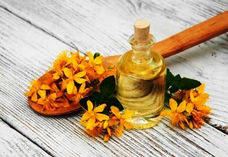 olej z lubovnika a kvety