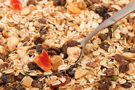 ovsené vločky v zmesi ako granola alebo musli