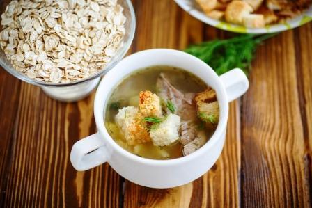 polievka s ovsenými vločkami a mopečeným chlebíkom