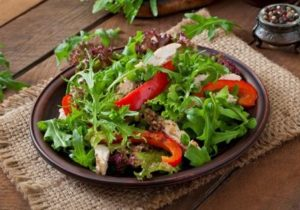 rukolovy salat s kuracim masom