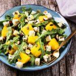 salat - pecena tekvica, modry syr, rukola a orechy