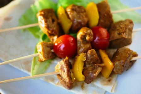seitan kebab na drevených špajlách