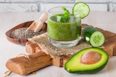 smoothie s avokadom a uhorkou