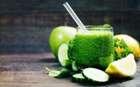 smoothie - spenat, uhorka citron, jablko petrzlen, mata