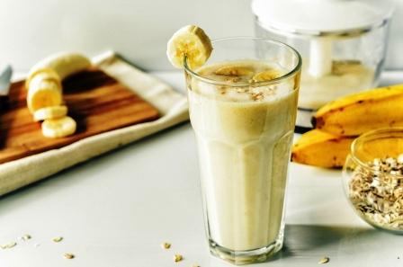 smoothies s bananom a ovsene vlocky