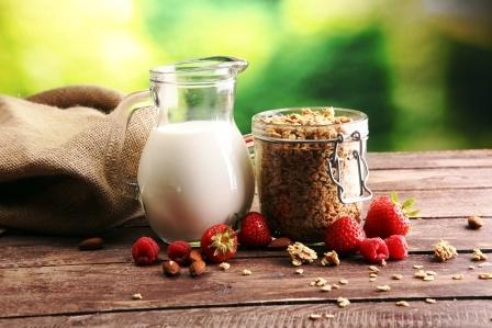 smoothies s jahodami,orechy a ovsenym mlieko