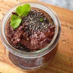 vegánsky čokoládový puding s chia semienkami