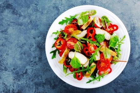 zeleninovy salat s paradajkami